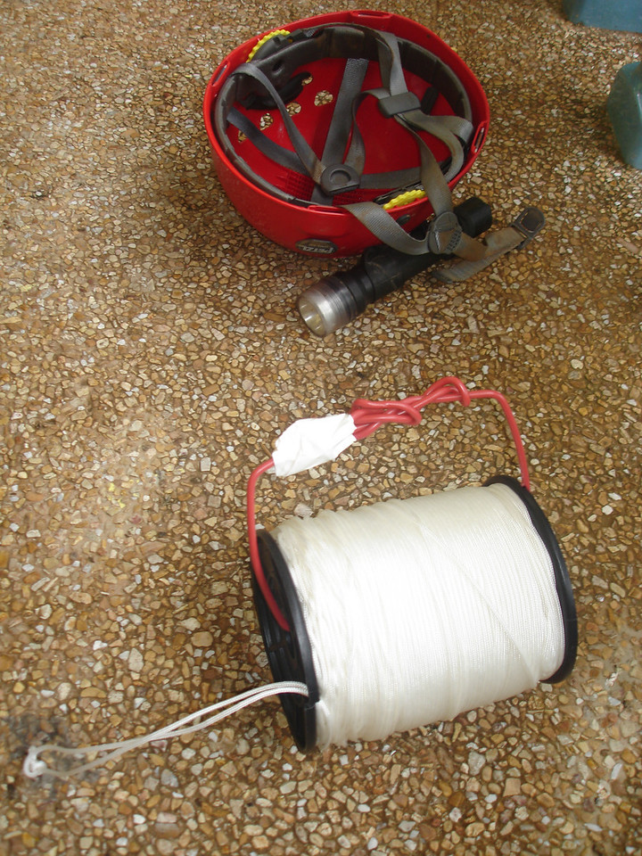 Improvised cave line reel for use in Song Hong <br /> <br /> (wire coat hanger, bail of string )