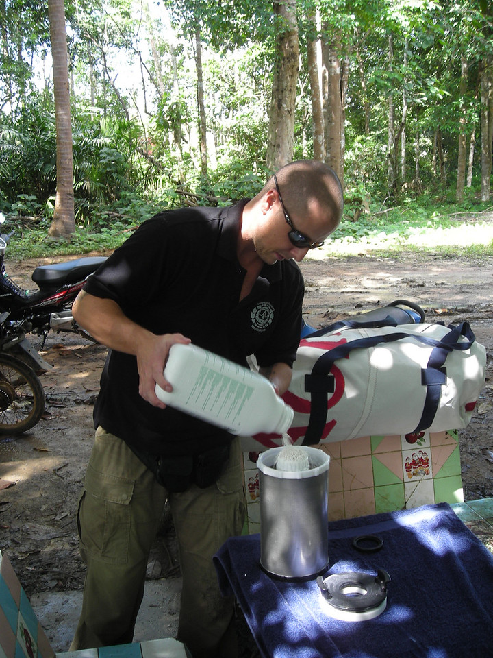 matt filling his rebreather