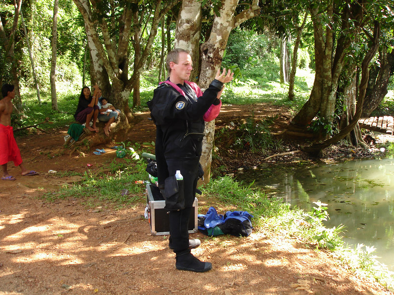 Putting on a Thinsulate 400 and drysuit in 32 deg C heat is not fun!