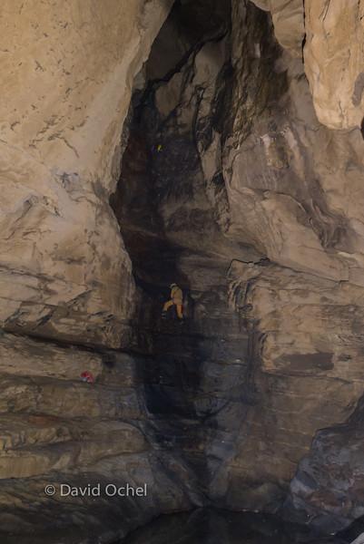 Ascending another pit toward Tian Ping Miao Tiankeng.