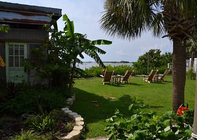backyard of the Low Key Hideaway