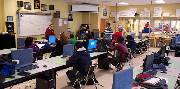Engineering & architecture class trains at CAD stations