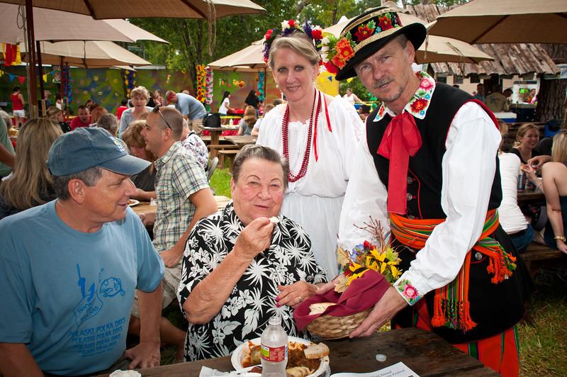 Dr. Jim and Kathy Mazurkiewicz share the Dożynki bread with CJ and Mrs. Jozwiak