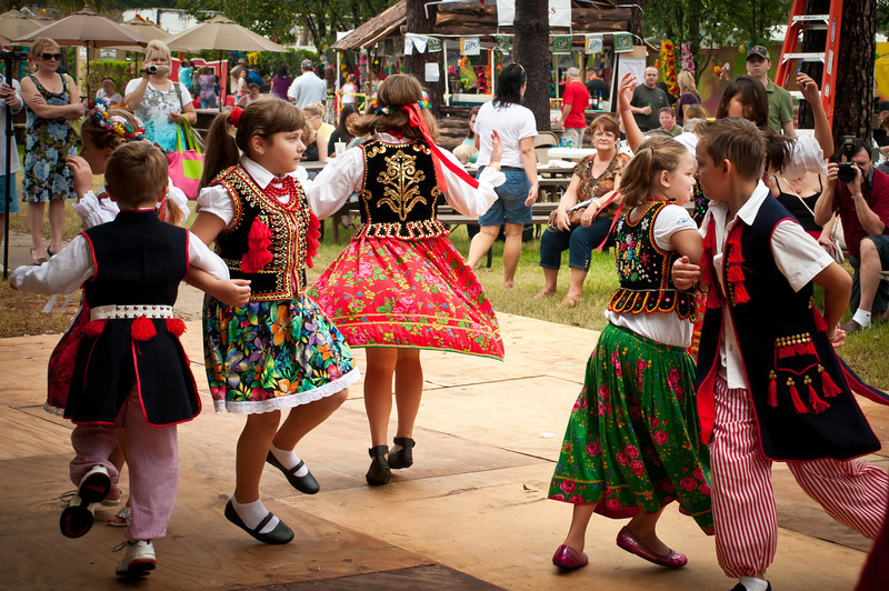 Young dancers from the Polish School of Houston