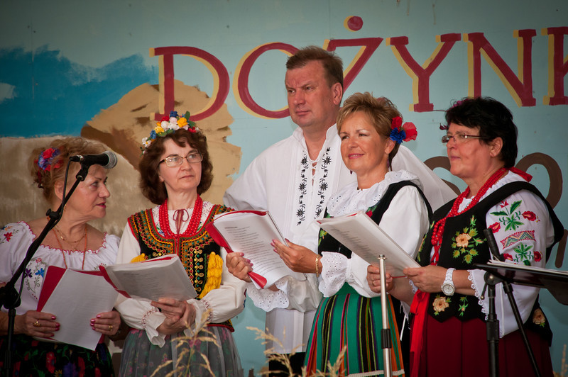 Fr. Leszek Wedziuk singing with the vocal group Polonia Houston