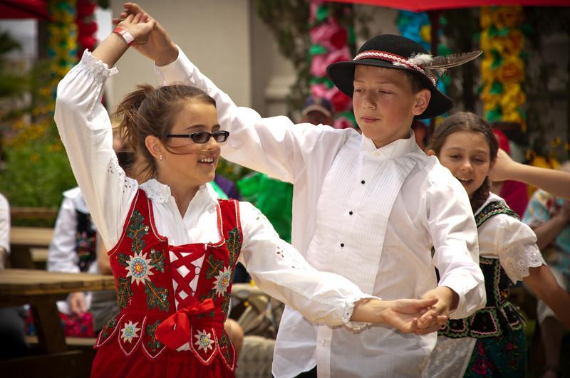 Our Lady of Czestochowa Polish School Children entertain the crowd