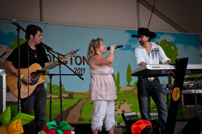 Chris and Edita Rybak with James Rittenhouse playing for the crowd