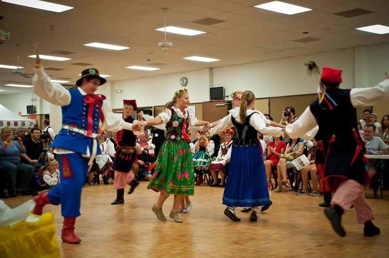 Polish Youth Dance Ensemble entertains the crowd