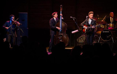 Lyle Lovett and his band perform.