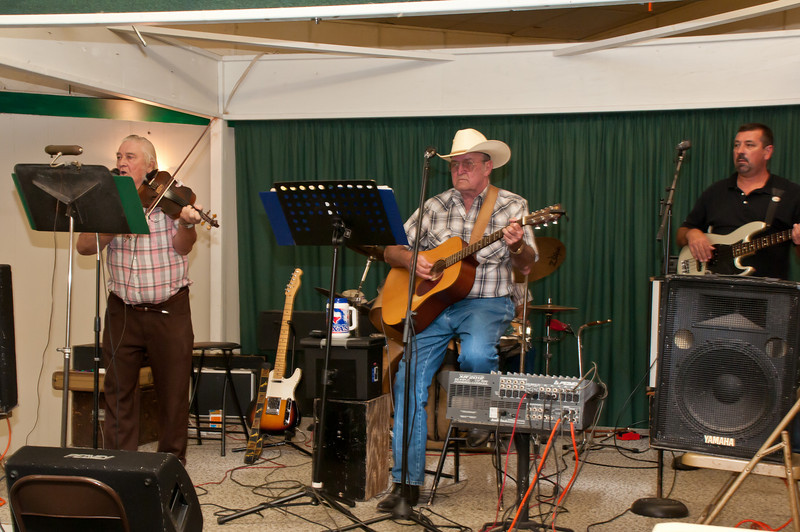 Entertainment by Daniel Cendalski and the Country Boys