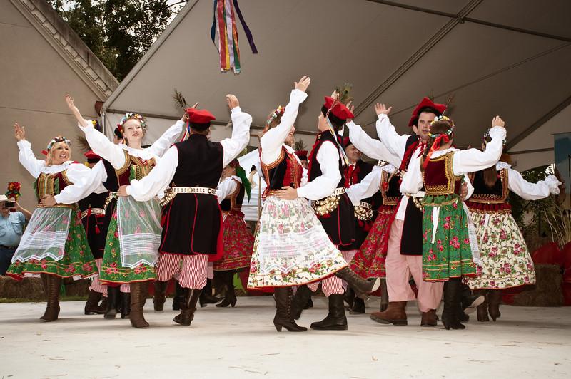 Folk Dance Ensemble Wawel entertaining the crowd