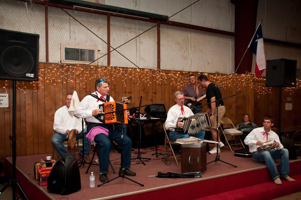 Polska Kapela Band entertains the crowd in the hall.