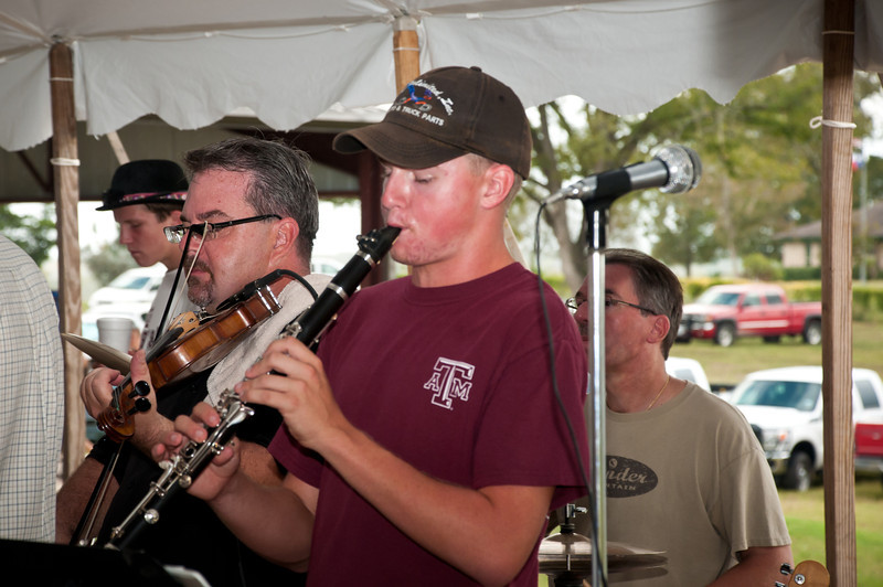 Father and son Brian and Jakub Marshall playing old time Polish tune