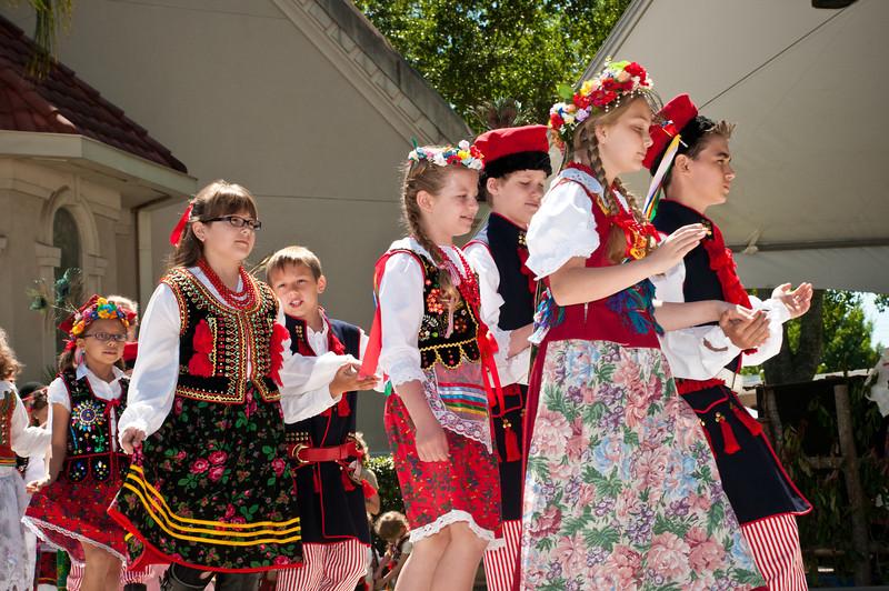 Entertainment by Polish School Children