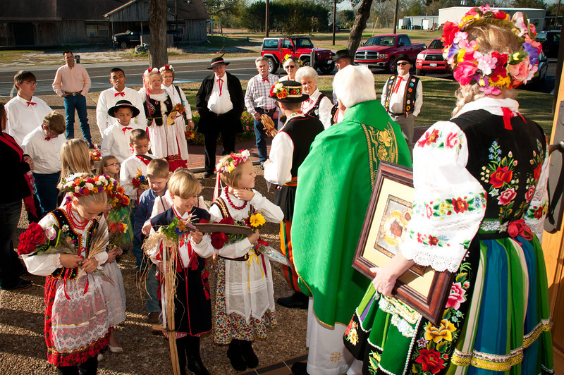 Getting ready for the Dozynki Mass procession