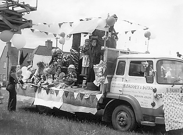 <font size=3><u> - Carnival – possibly 1988 - </u></font> (BS0527) Looks about 1960 but Passey lorry model may help.