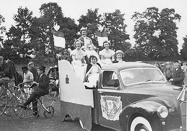 <font size=3><u> - Coronation Parade 1953 - </u></font> (BS0521) See Benson, A Century of Change Page 155