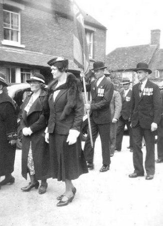 <font size=3><u> - Remembrance Sunday Parade - 1930s -  </u></font> (BS0110)