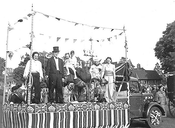 <font size=3><u> - Coronation Parade 1953 - </u></font> (BS0522) See Benson, A Century of Change Page 155
