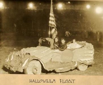 Halloween Float II (01599)
