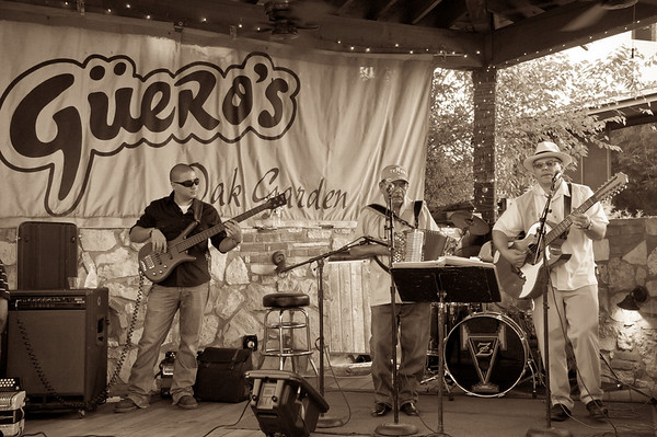 Conjunto Los Pinkys and Friends At Guero's