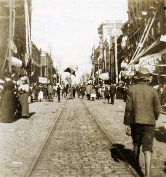 Crowded Street (07396)