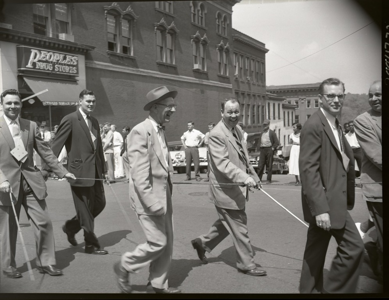 Shriner's Parade 1950's  (09671)