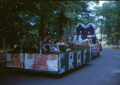 Floats Courtesy of Taylor Tractor Co. (00044)