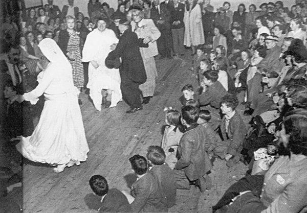 <font size=3><u> - The Mock Wedding -  </u></font> (BS0162)  Audience participation.