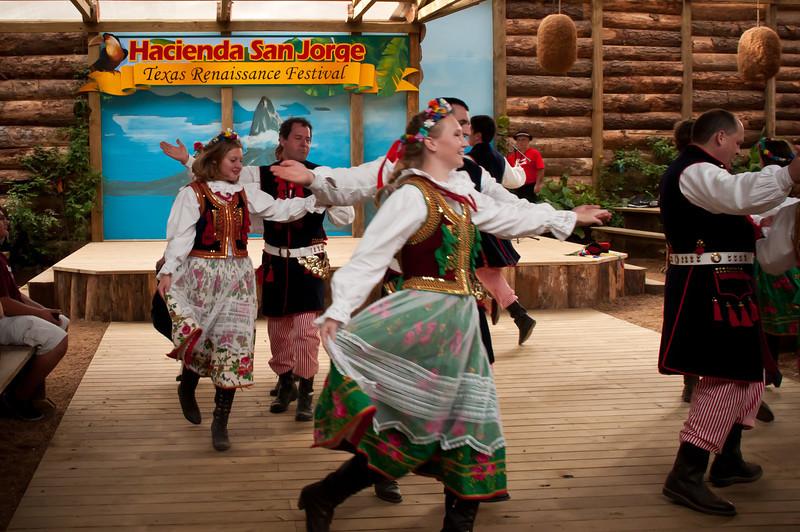 Dance Group Wawel entertaining at Hacienda San Jorge Restaurant