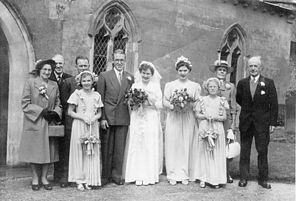 <font size=3><u> - Alan and Edith Brooker's Wedding - 1952 - </u></font> (BS0160)  Edith Brooker (nee Beal)