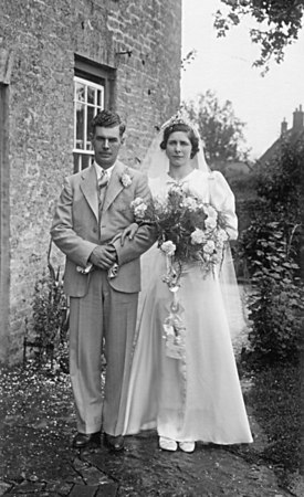 <font size=3><u> - Ken Beal's Wedding - 1941 </u></font> (BS0166)