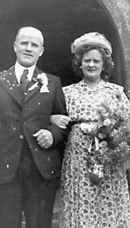 <font size=3><u> - Jack & Hilda Beavan -  on their wedding day </u></font> (BS0176)