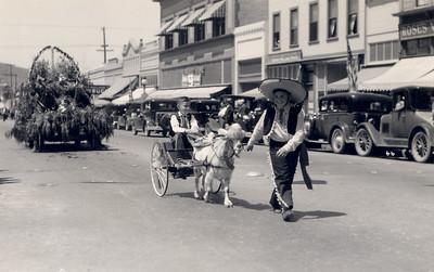 La Fiesta de las Flores Parade.  #1949.002.294.