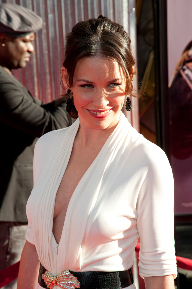 UNIVERSAL CITY, CA - OCTOBER 2: Actress Evangeline Lilly arrives at the World Premiere of 'Real Steel' at the Gibson Amphitheatre on October 2, 2011 in Universal City, California. (Photo by Tom Sorensen/Moovieboy Pictures)