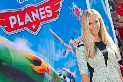 HOLLYWOOD, CA - AUGUST 05: Actress Kendra Wilkinson arrives at the Los Angeles premiere of 'Planes' at the El Capitan Theatre on Monday August 5, 2013 in Hollywood, California. (Photo by Tom Sorensen/Moovieboy Pictures)