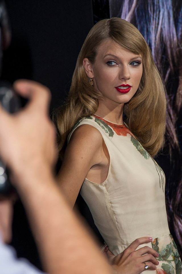 HOLLYWOOD, CA - SEPTEMBER 24: Musician Taylor Swift arrives at the premiere of Relativity Media's 'Romeo & Juliet' at ArcLight Hollywood on Tuesday, September 24, 2013 in Hollywood, California. (Photo by Tom Sorensen/Moovieboy Pictures)