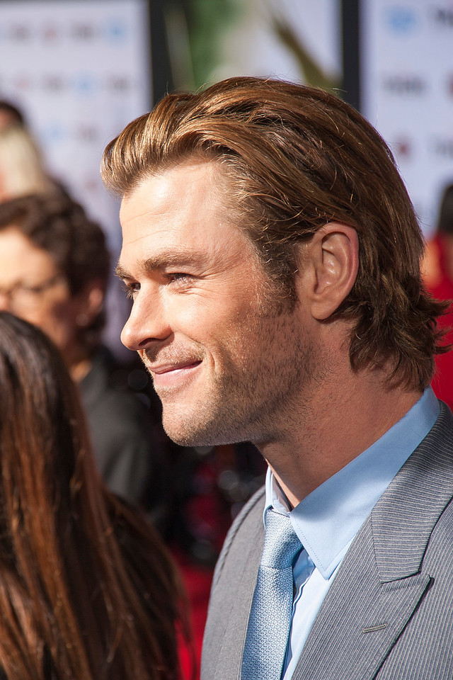 HOLLYWOOD, CA - NOVEMBER 04: Actor Chris Hemsworth arrives at the premiere of Marvel's 'Thor: The Dark World' at the El Capitan Theatre on Monday, November 4, 2013 in Hollywood, California. (Photo by Tom Sorensen/Moovieboy Pictures)