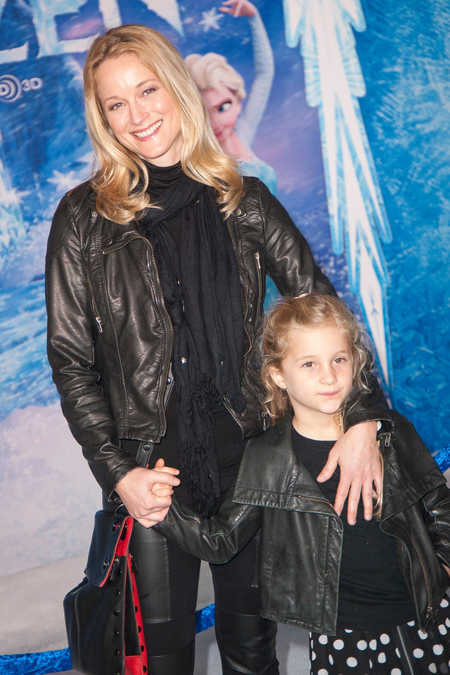 HOLLYWOOD, CA - NOVEMBER 19: Actress Teri Polo and daughter arrive at the premiere of Walt Disney Animation Studios' 'Frozen'at the El Capitan Theatre on Tuesday, November 19, 2013 in Hollywood, California. (Photo by Tom Sorensen/Moovieboy Pictures)