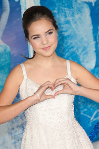 HOLLYWOOD, CA - NOVEMBER 19: Actress Bailee Madison arrives at the premiere of Walt Disney Animation Studios' 'Frozen'at the El Capitan Theatre on Tuesday, November 19, 2013 in Hollywood, California. (Photo by Tom Sorensen/Moovieboy Pictures)