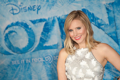 HOLLYWOOD, CA - NOVEMBER 19: Actress Kristen Bell arrives at the premiere of Walt Disney Animation Studios' 'Frozen'at the El Capitan Theatre on Tuesday, November 19, 2013 in Hollywood, California. (Photo by Tom Sorensen/Moovieboy Pictures)