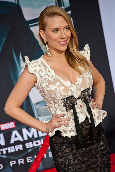 HOLLYWOOD, CA - MARCH 13: Actress Scarlett Johansson arrives at Marvel's 'Captain America: The Winter Soldier' premiere at the El Capitan Theatre onThursday,  March 13, 2014 in Hollywood, California. (Photo by Tom Sorensen/Moovieboy Pictures)
