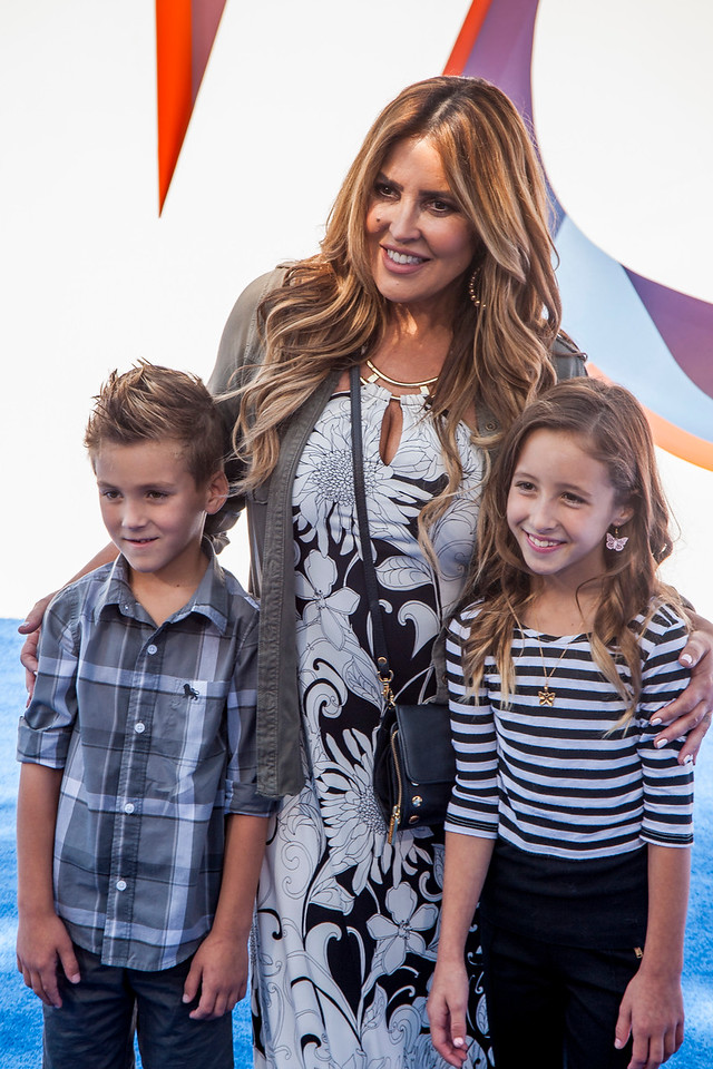 WESTWOOD, CA - SEPTEMBER 17: Actress Jillian Barberie (C), Rocco Reynolds (L), and Ruby Reynolds (R) attend the premiere of Warner Bros. Pictures' 'Storks' at Regency Village Theatre on Saturday September 17, 2016 in Westwood, California. (Photo by Tom Sorensen/Moovieboy Pictures)