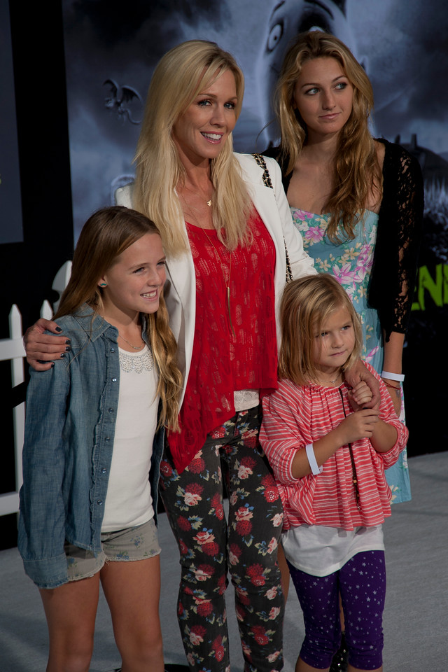 HOLLYWOOD, CA: Actress Jennie Garth and daughters Fiona Eve Facinelli, Luca Bella Facinelli and Lola Ray Facinelli arrive at the Premiere Of Disney's 'Frankenweenie' at the El Capitan Theatre on Monday, September 24, 2012 in Hollywood, California. (Photo by Tom Sorensen/Moovieboy Pictures)