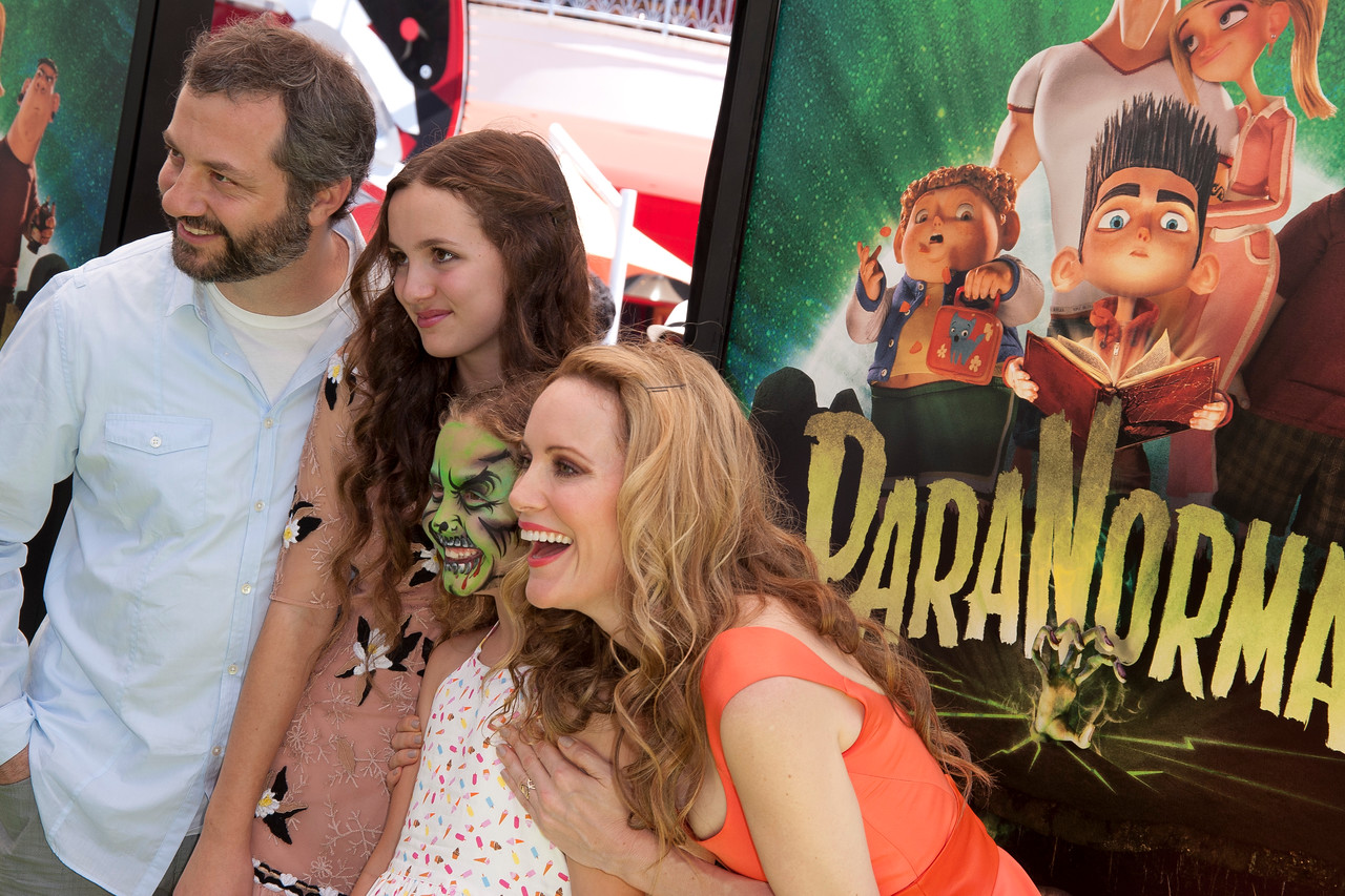 UNIVERSAL CITY, CA - AUGUST 05: Director Judd Apatow, daughter's Iris Apatow and Maude Apatow and actress Leslie Mann arrive to the premiere of Focus Features' 'ParaNorman' at Universal CityWalk on Sunday, August 5, 2012 in Universal City, California. (Photo by Tom Sorensen/Moovieboy Pictures)