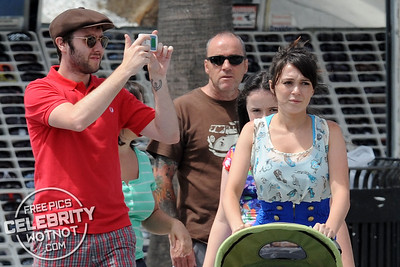 EXC: Inbetweener James Buckley And Model Clair Meek On Holiday
