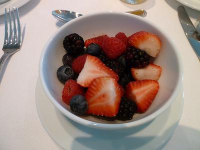 MDR breakfast: bowl of berries