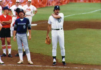 The guy on the left of Tom was his body double on Magnum P.I.