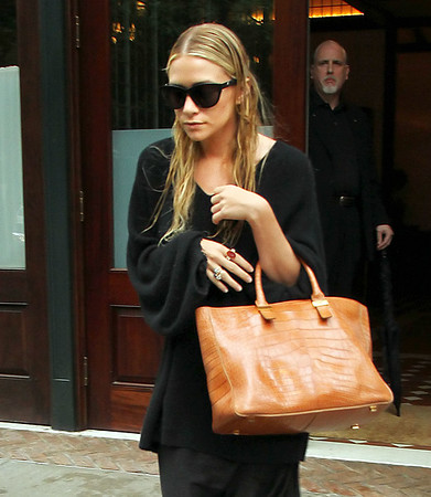 NON-EXCLUSIVE<br /> 2011 June 23 - Ashley Olsen out and about in NYC. Photo Credit Jackson Lee