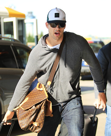 Non-Exclusive<br /> 2011 Nov 18 - Kris Humphries gets taken to the airport by his lawyer in NYC. Photo Credit Jackson Lee